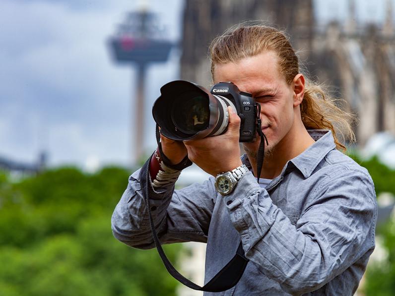 Fotos für einen Kollegen & Fotografen: Der Fotograf Raffael Stein aus St. Augustin. (c) Tobias Schorr