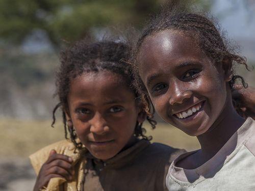 Äthiopische Mädchen am Tschitu-Kratersee (c) Tobias Schorr