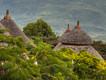 Die wunderschönen Häuschen gehören zur Kanta Lodge bei Konso (c) Tobias Schorr