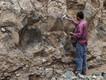 Der Geologe Enku an einem Lavastrom im Bale-Gebirge (c) Tobias Schorr