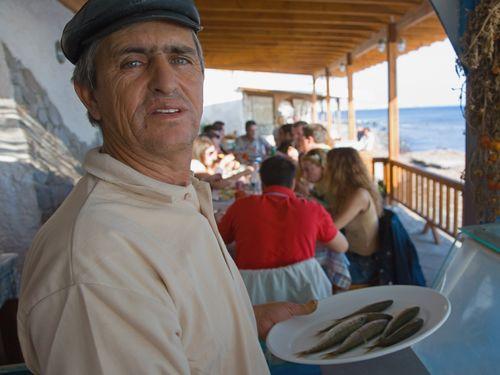 """Jiorgos Arvanitis führte lange die Taverne """"To Kyma"""" in Akrotiri. (c) Tobias Schorr"""