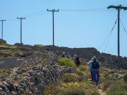 Aufstieg zum Gipfel von Santorin (c) Tobias Schorr