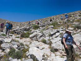 Eine der eindrucksvollsten Routen am Profitis Ilias Gipfel auf Santorin (c) Tobias Schorr