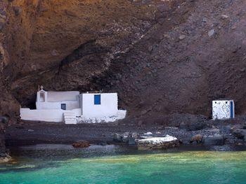 Kleine Kapelle in der Kaldera (c) Tobias Schorr
