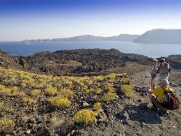 Einer der Lavaströme auf der Insel Nea Kameni