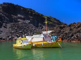 Fischerboote im kleinen Hafen von Palea Kameni, (c) Tobias Schorr