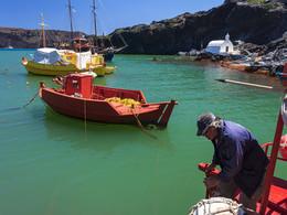 Sostis macht sein Boot im Heimathafen fest, (c) Tobias Schorr, April 2017