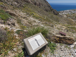 An dieser Stelle fand man vor ein paar Jahren einen großen Kouros (Grabstele). (c) Tobias Schorr, April 2017