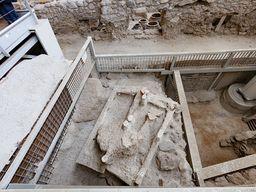 Ein Bett, das durch Gips sichtbar wurde und aus der minoischen Zeit stammt.