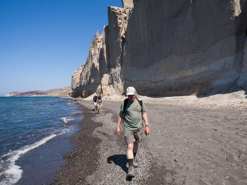 Die Bims-Felsen von Vlyhada sind eines der geologischen Highlioghts Santorins. (c) Tobias Schorr