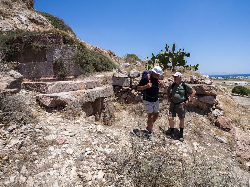 An den antiken Gräbern bei Perisa. (c) Tobias Schorr
