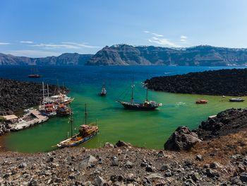 Die Erinia-Bucht auf Nea Kameni (c) Tobias Schorr