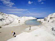 Die berühmte Sarakiniko-Bucht im Norden der Insel Milos