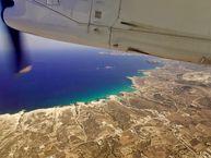 Abflug von Milos und Blick auf die Küste im Norden
