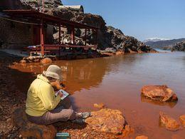 Die Bucht auf der Insel Palea Kameni ist einer der schönsten Plätze Santorins. (c) Tobias Schorr